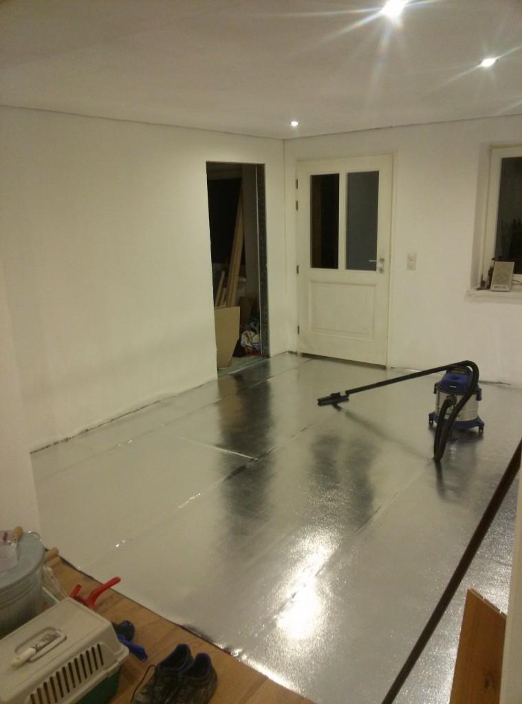 Alles ist vorbereitet für das Legen des Fußbodens morgen. Und dann: wieder ein Zimmer bewohnbar.